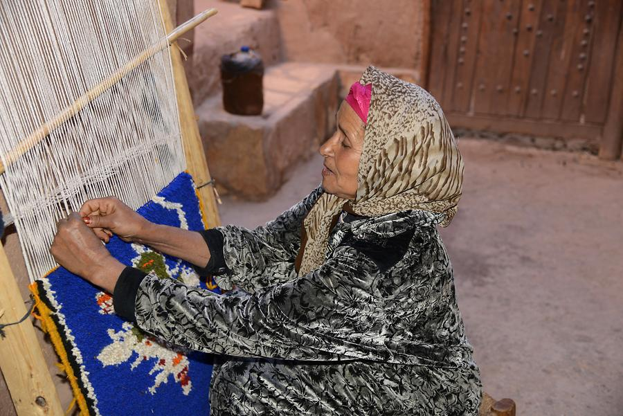 Berber Woman, Weaving