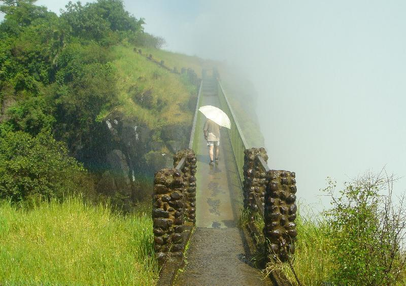 Drizzle on the Knife Edge Bridge