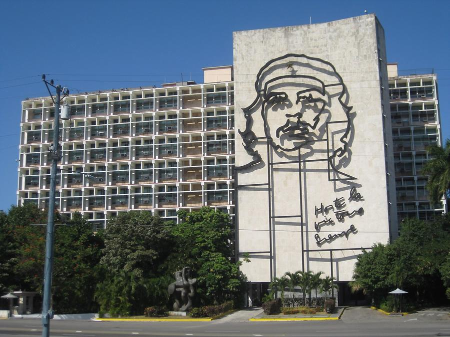Havanna - Plaza de la Revolution - Che-Wandrelief am Innenministerium