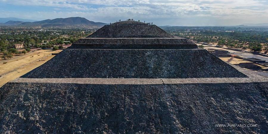 The north side of the Pyramid of the Sun