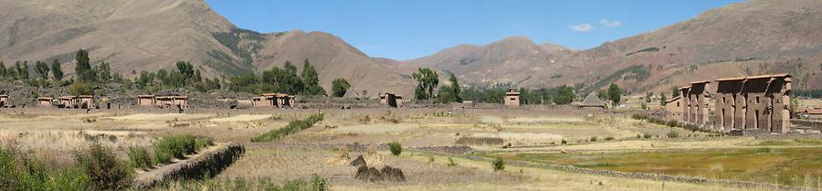 Raqchi archaeological site Peru (overview)., Photo: AgainErick. Aus: Wikicommons