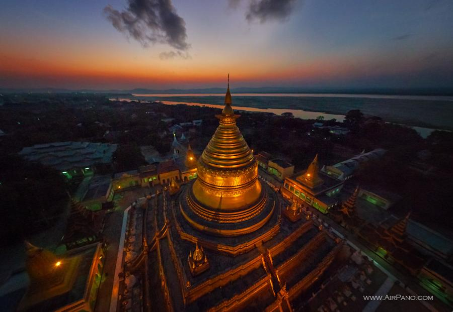 Shwezigon Pagoda in the evening