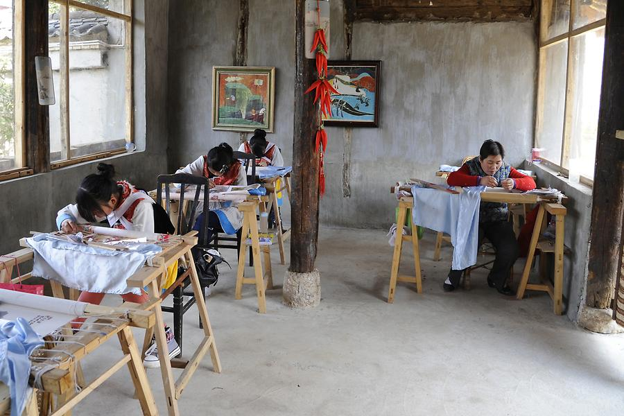 Baisha - Embroidering School