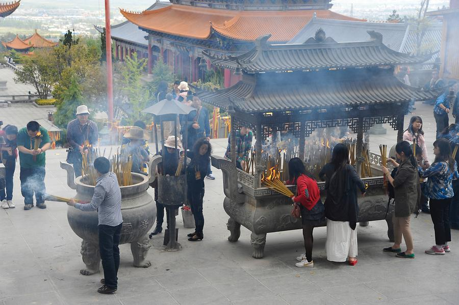 Dali - Chongsheng Temple, Believers