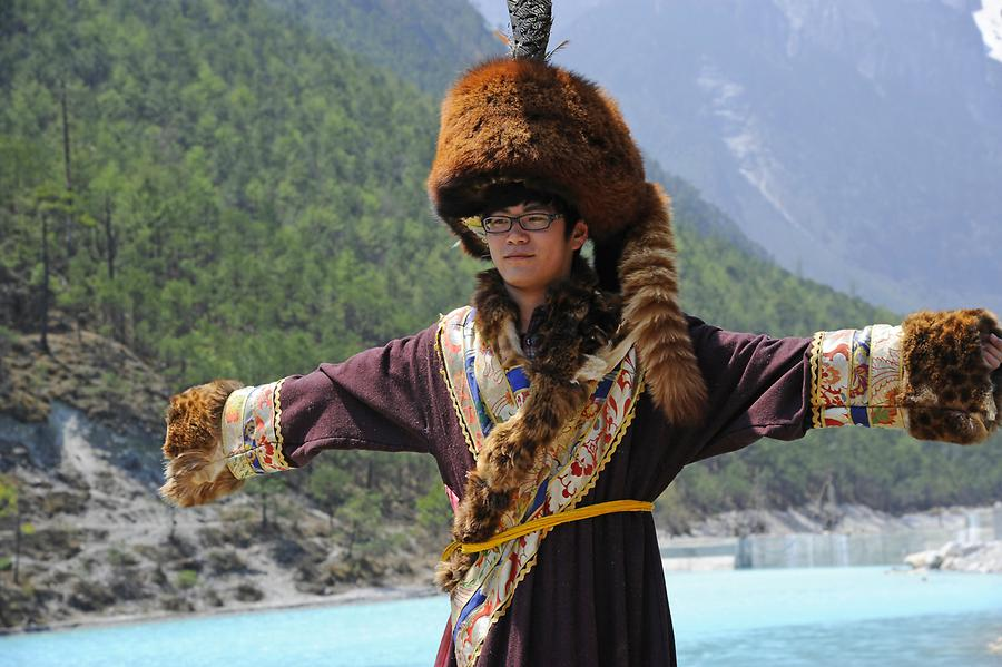 Jade Dragon Snow Mountain - Tourists Dressed up as Naxi
