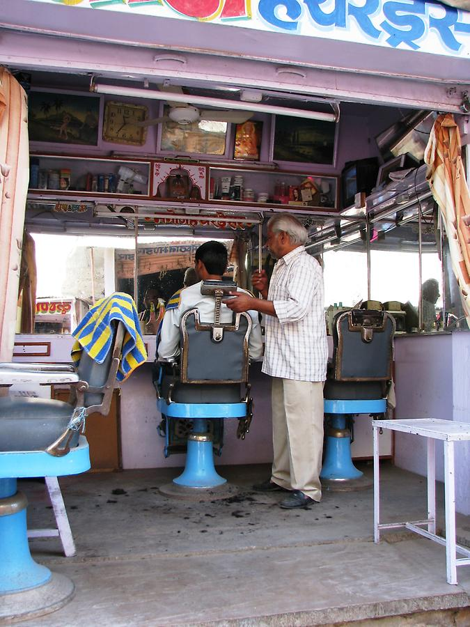 Hairdresser in Chomu