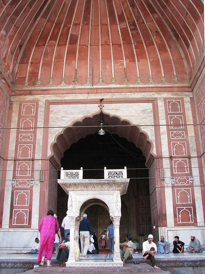 Jamia Masjid, entrance