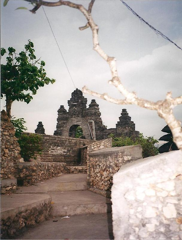 Sea Temple of Pura Luhur (1)