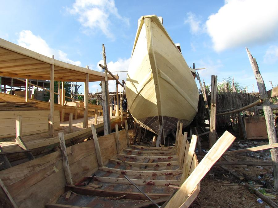 Building of Pinisi Boats