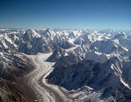 Baltoro Glacier from above, Photo: Guilhem Vellut, from Wikicommons