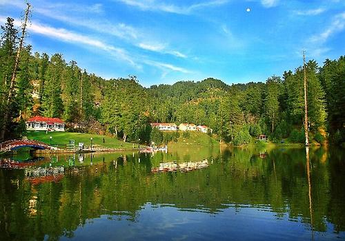 Banjosa lake near Rawalakot, Photo:Khurram Naseer from Wikicommons