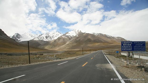 Karakoram Highway, Photo: Anthony Maw, from Wikicommons