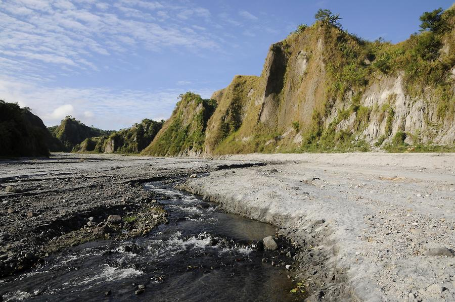 Drive to the crater of Mount Pinatubo