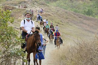 Ascent to the Taal crater (1)