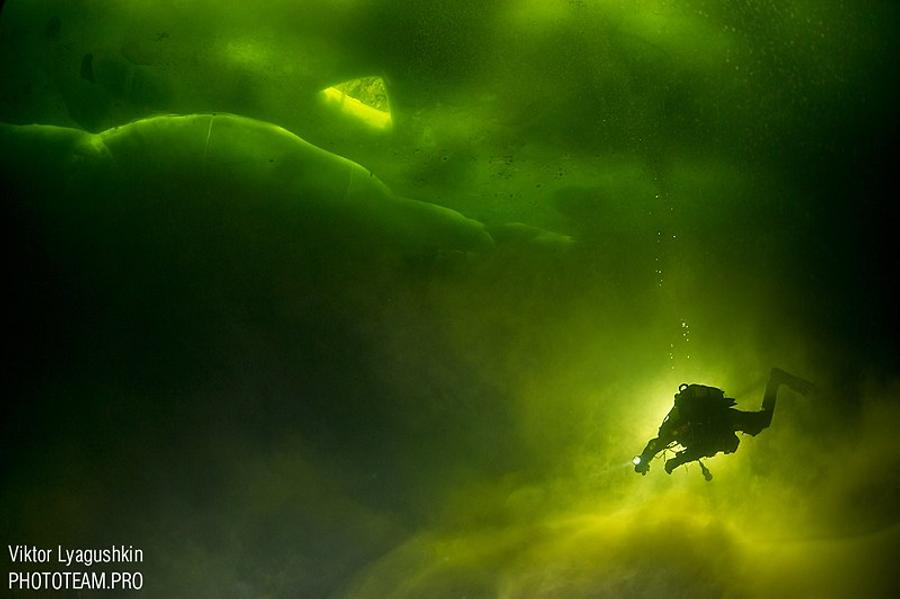 Diving under the ice in the White sea