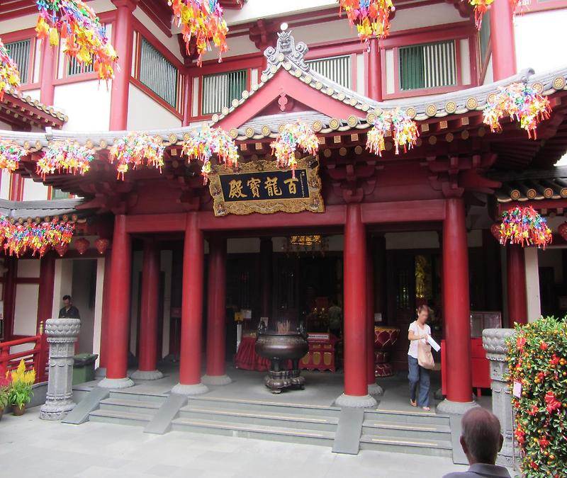 Buddha Tooth Relic Temple (1)