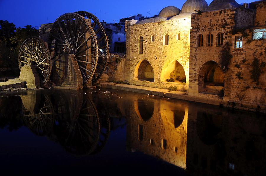Hama at night