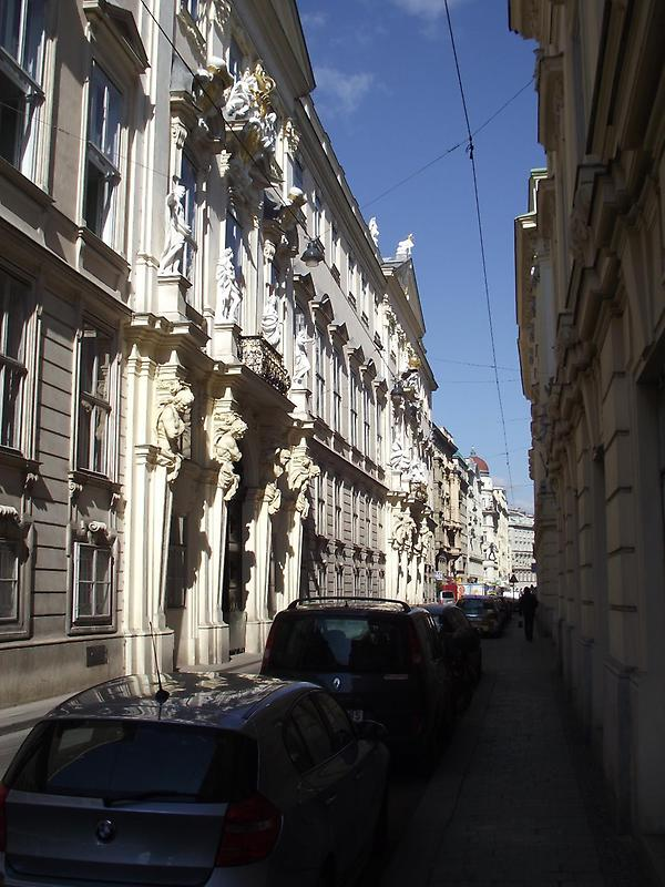 A narrow street, Vienna