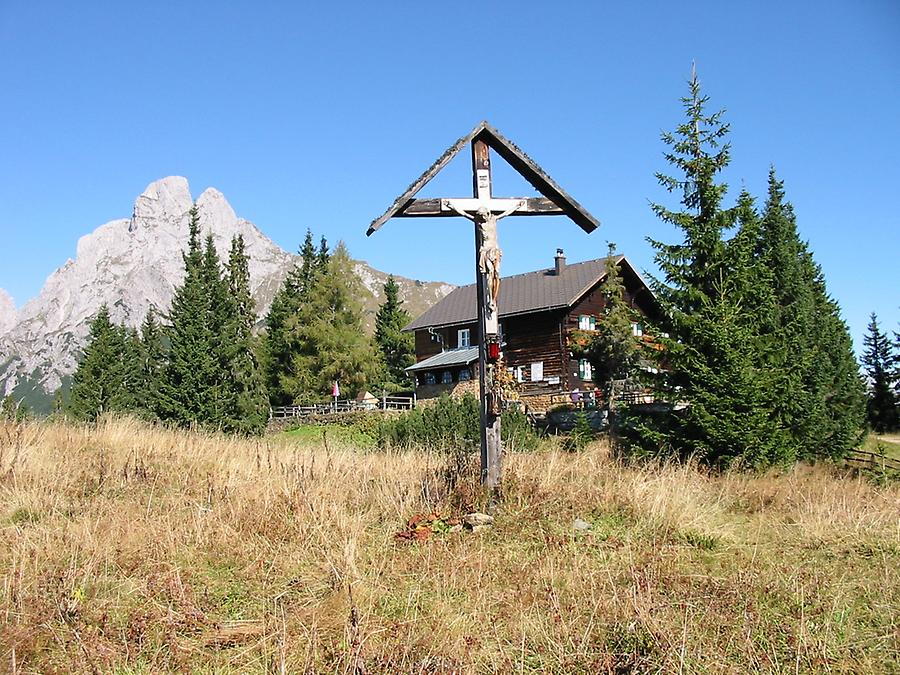 Moedlinger hut with Admonter Reichenstein in background, Styria