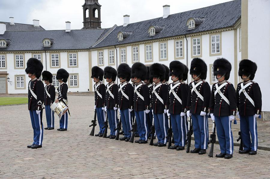 Fredensborg Palace - Guard Mounting