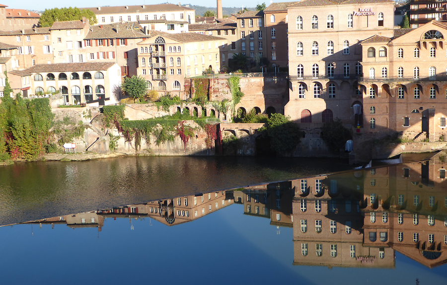 Morning reflections of Albi, Photo: H. Maurer, 2015