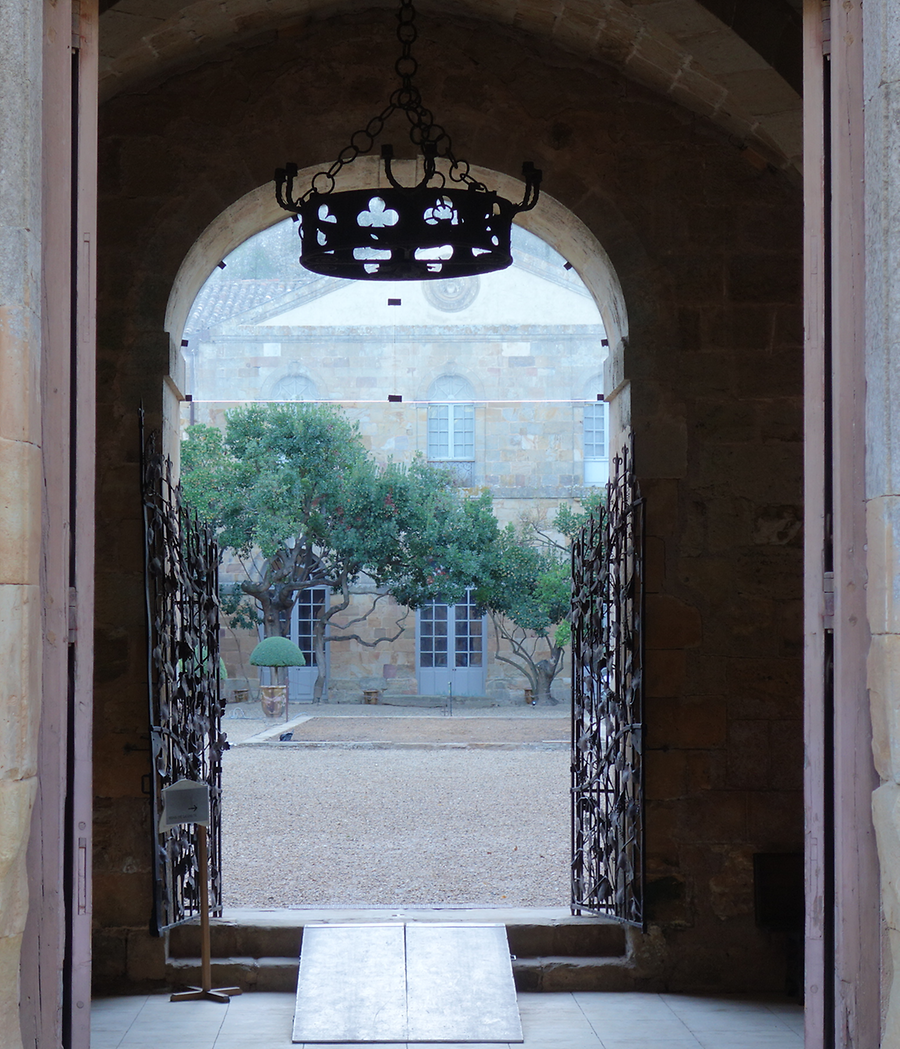View into cloister of Fontfroide, Photo: U. Maurer, 2015