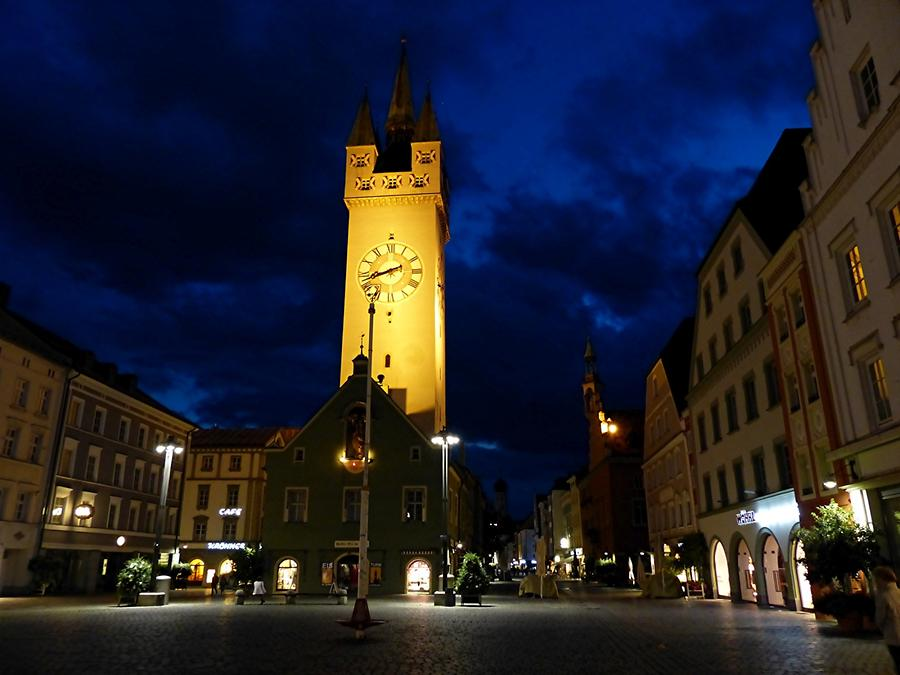 Straubing - Theresienplatz with City tower