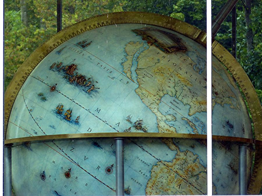 Gottorf Castle - Neuwerkgarten; Globe, Cartography from 1651