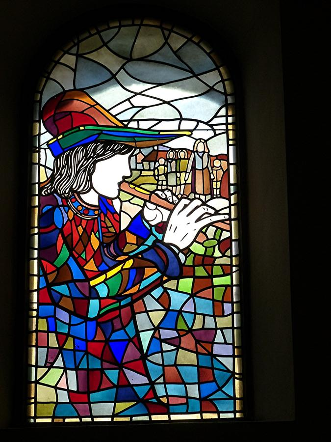 Hamelin - Marktkirche St. Nicolai; Stained-glass Window, Pied Piper