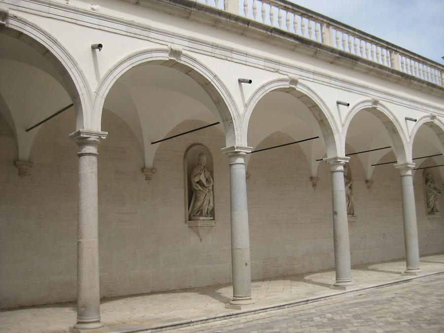 Cassino - Abbey of Monte Cassino, Cloister of the Benefactors
