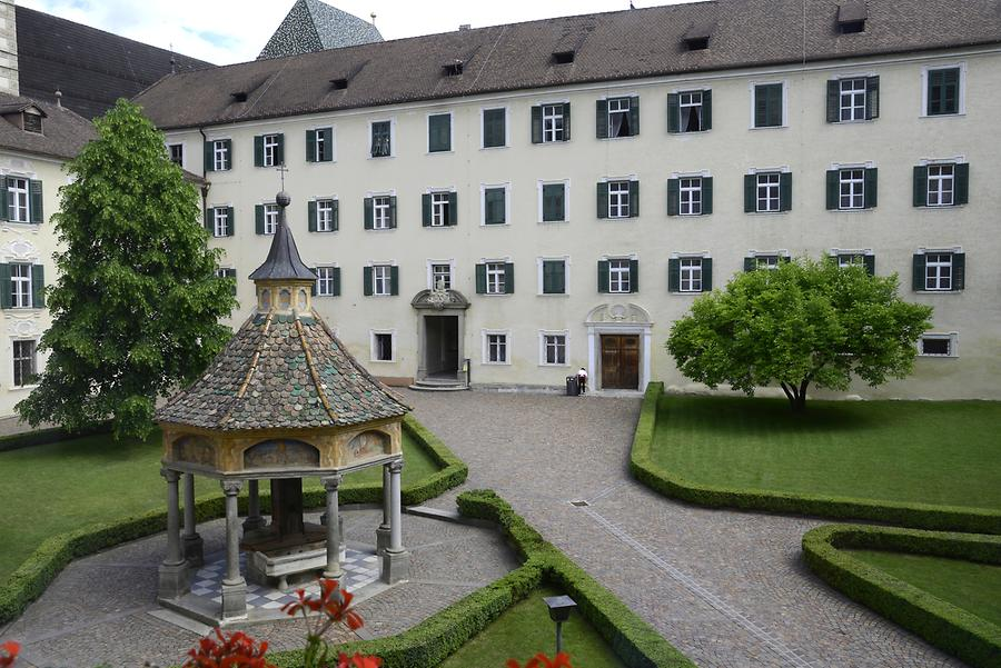 Neustift - Well House with Seven Wonders of the World