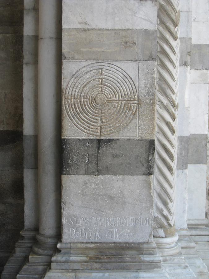 Lucca - Cathedral; Labyrinth