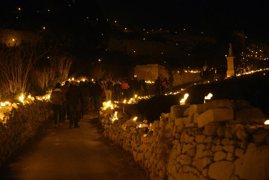 Siġġiewi - La Ferla Cross; Procession with Torches