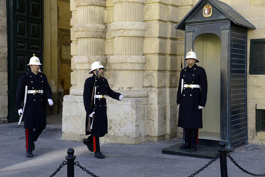 Grandmaster's Palace - Mounting of the Guard