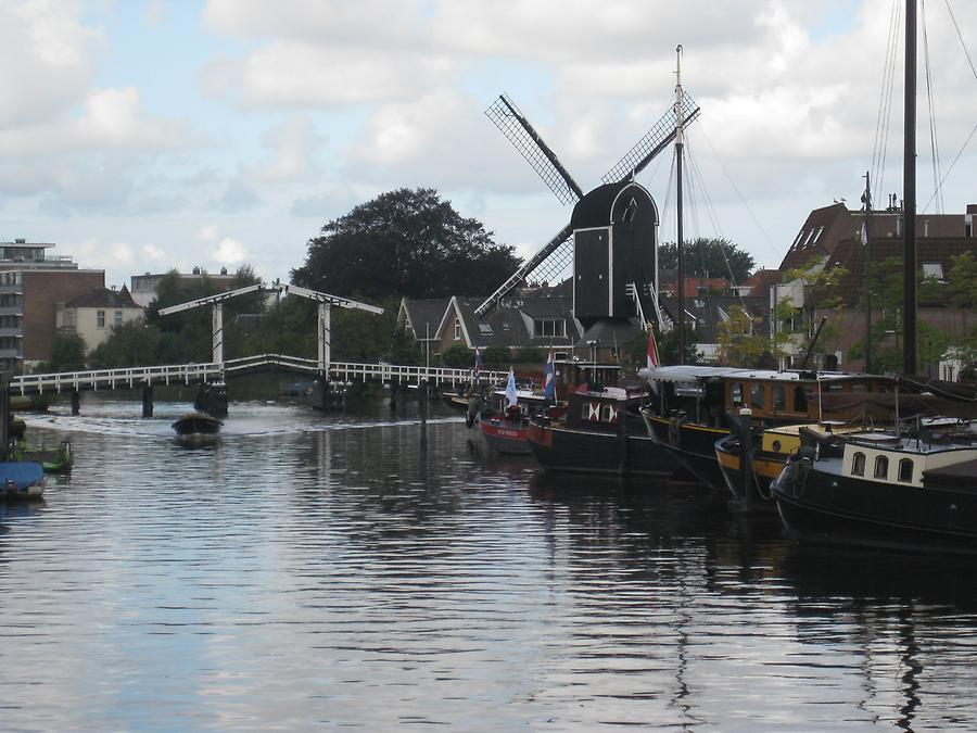 Leiden - Drawbridge with Windmill Molen de Put