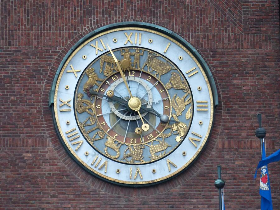 Oslo - Town Hall Clock