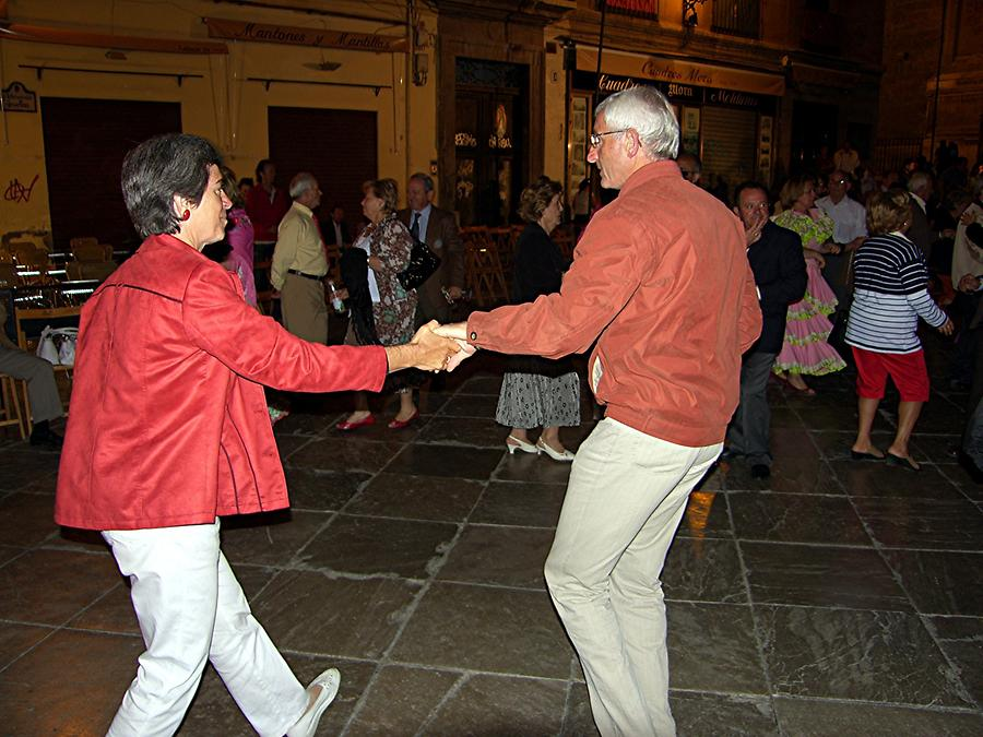 Granada – Dancing in front of Cathedral