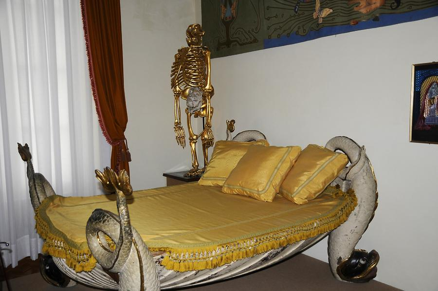 Figueres - Dalí Theatre and Museum; Bed