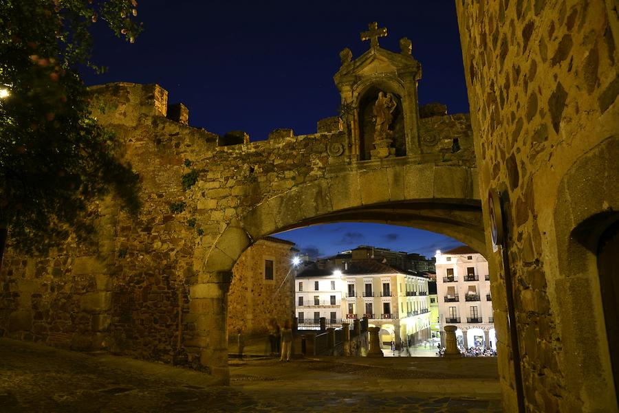 Arco de la Estrella at Night