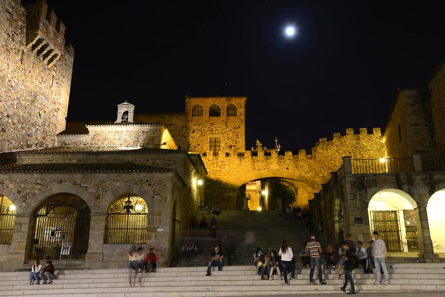 Plaza San Mateo at Night