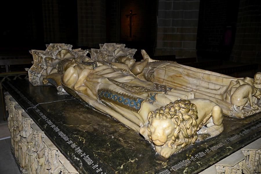 Alabaster Coffin Cathedral Pamplona