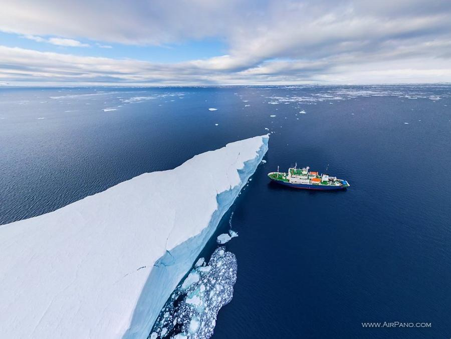 Polar Pioneer and Iceberg, © AirPano