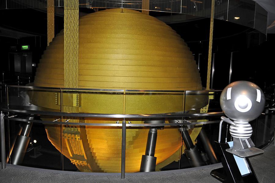Pendulum taipei 101 1 beyond taipei pictures for Taipei tower ball