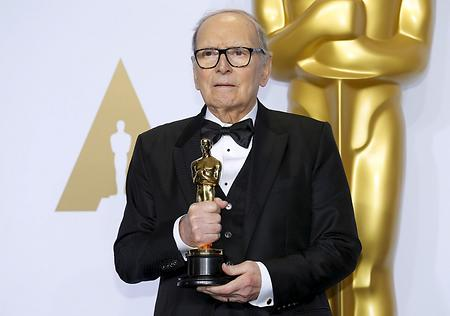 Ennio Morricone 2016 mit dem Oscar für die Musik in 'The Hateful Eight'