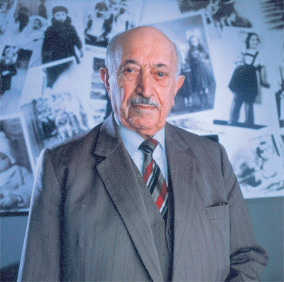 essay on simon wiesenthal Essays on simon wiesenthal the sunflower on the possibilities and limits of forgiveness.