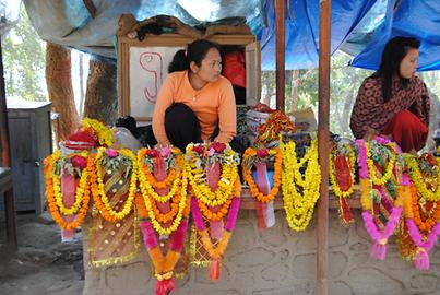 The simplest of all the gifts are flower garlands (skr. Mala), which are offered freshly on the way to the temple at many stands
