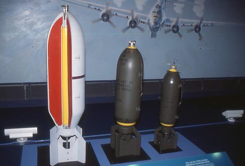 Extremely heavy high explosive bombs