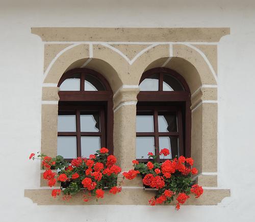 pfarrhof fenster vuceniza slowenien kunst und kultur im austria forum. Black Bedroom Furniture Sets. Home Design Ideas