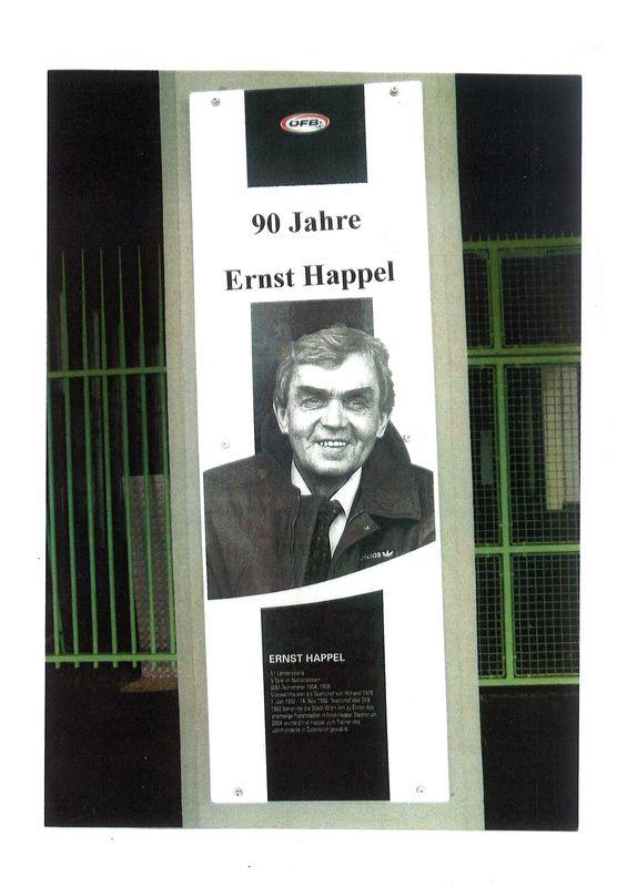 Bucheinband von '90 Jahre Ernst Happel'